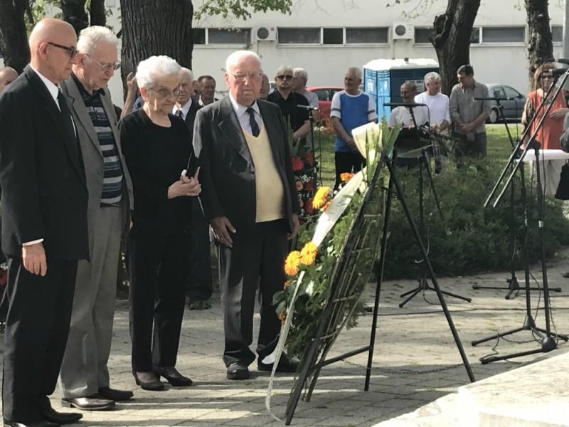 Članovi udruženja vukovarskih antifašista godišnjica proboja sremskog fronta i oslobođenja vukovara