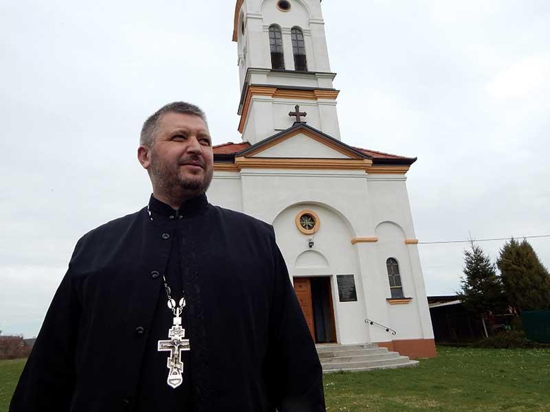 protojerej-stavrofor Dragan Antonić Srbi u Okučanima Crkva svetog velikomučenika Dimitrija u centru Okučana