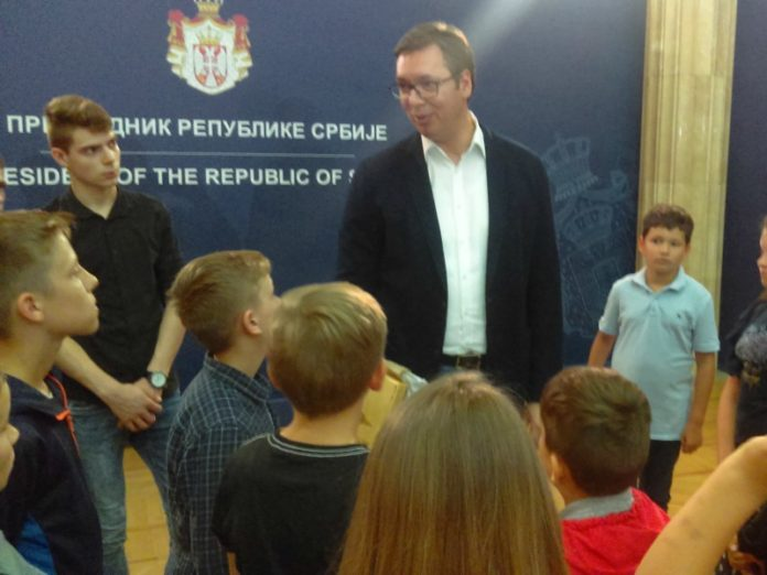 Deca iz Pakraca i Krnjaka Aleksandar Vučić