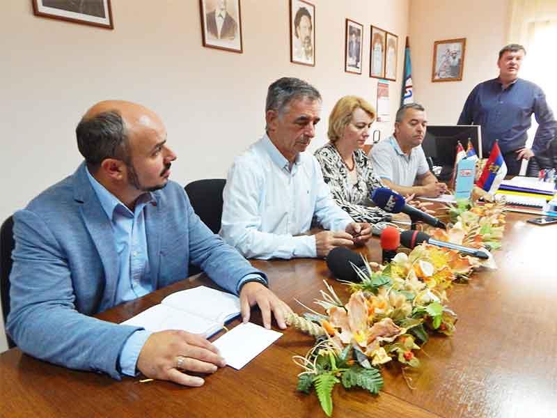 Trpinja-novinarska-konferencija Milorad Pupovac SDSS Dragana jeckov
