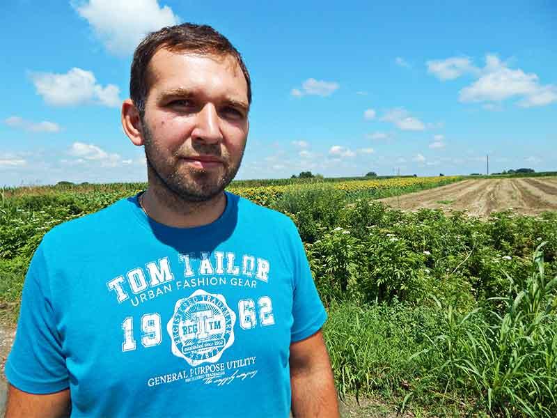Trpinja poljoprivrednik zemlja