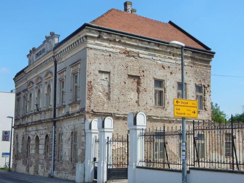 Srpski dom u Vukovaru pre obnove