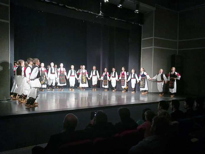 "Zaigrajmo zajedno Osijek Folklorni ansambl ""Dukat"" iz Stare Pazove"