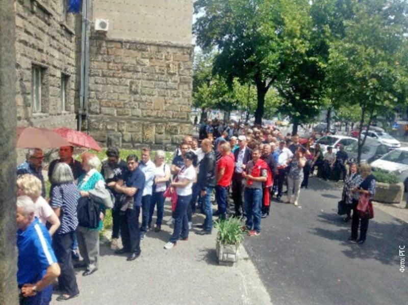 redovi ispred ambasade izbori prvi Srbin u Briselu