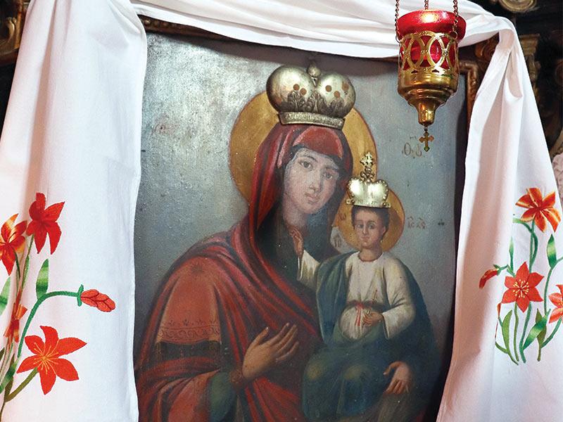 Crkva svetih arhangela Mihaila i Gavrila u Šarengradu Čudotvorna ikona šarengradske Gospe