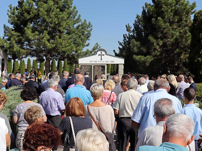 Parastosi za žrtve rata Borovo