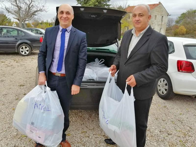 Saradnja Srba sa istoka Hrvatske i Dalmacije dodela školskog pribora