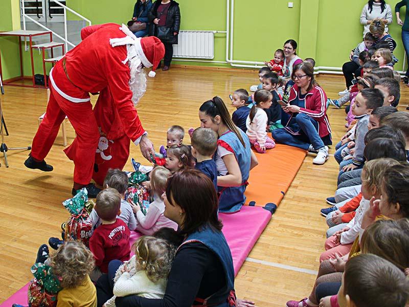 Deda Mraz dv vukovar dva srpska nova nova godina