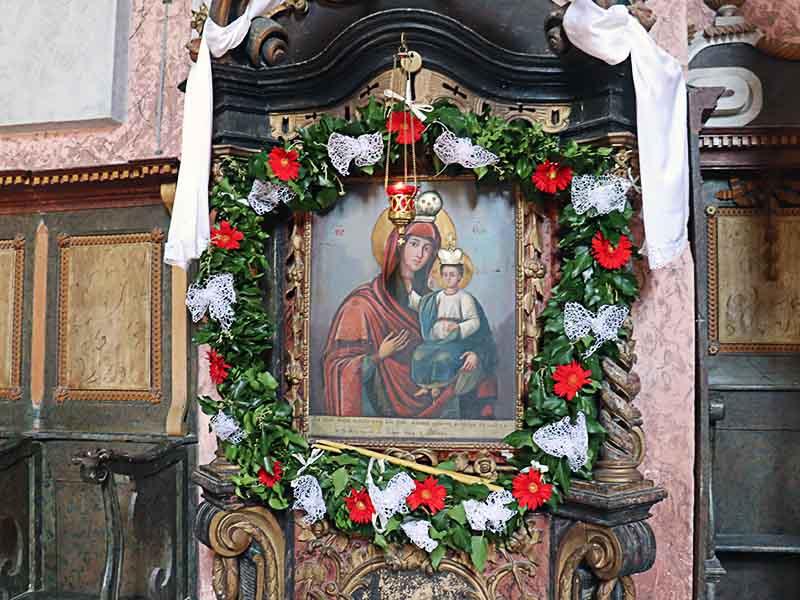 Šarengradski pravoslavni hram hram svetih arhangela gavrila i mihaila čudotvorna ikona šarengradske bogorodice