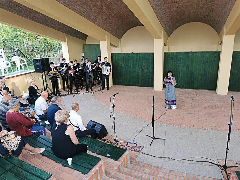 Sabor kulturnog i narodnog stvaralaštva Slavonije, Baranje i zapadnog Srema milka mađarić
