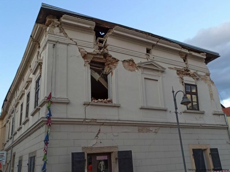 Parohijski dom u Petrinji