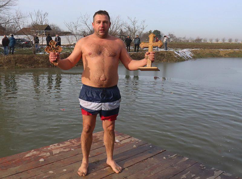 Plivanje za časni krst bogojavljenje trpinja 2021 branislav štula