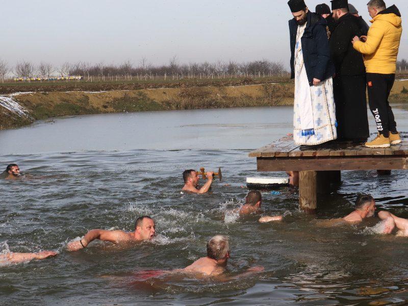 Plivanje za časni krst bogojavljenje trpinja 2021
