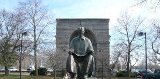 Spomenik Nikoli Tesli u Gospiću Nijagarini vodopadi