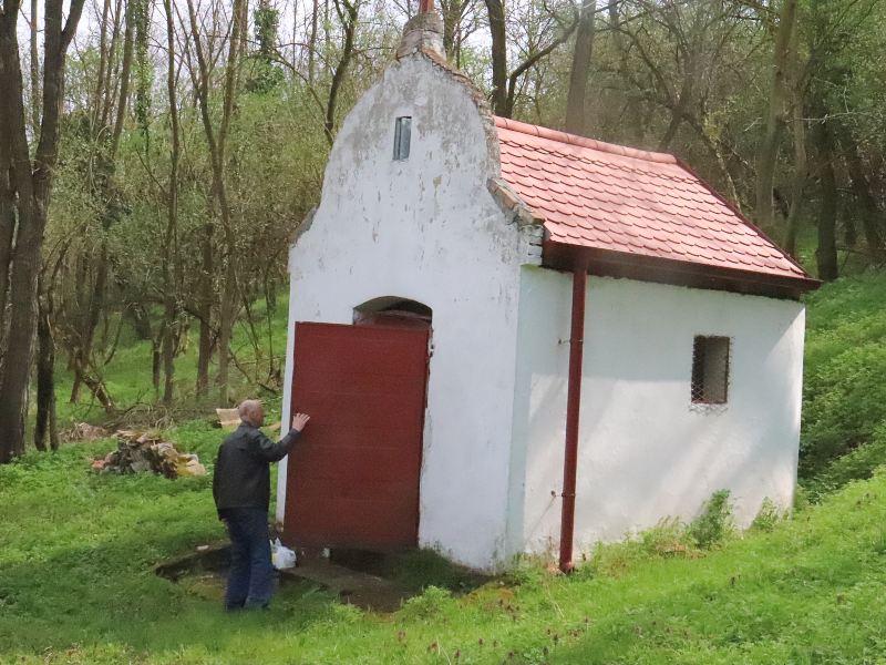 selo Marinci kapela Svete Petke
