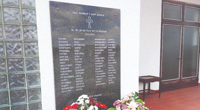 Spomen ploča u Bršadinu